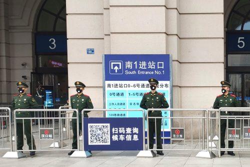 Face à l'épidémie, la Chine met des villes entières en quarantaine